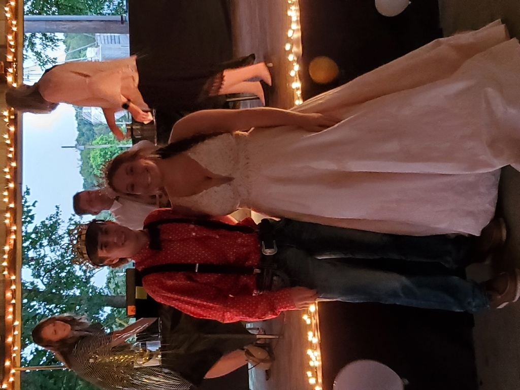 prom Queen Shelby Summers and King Cole Summers